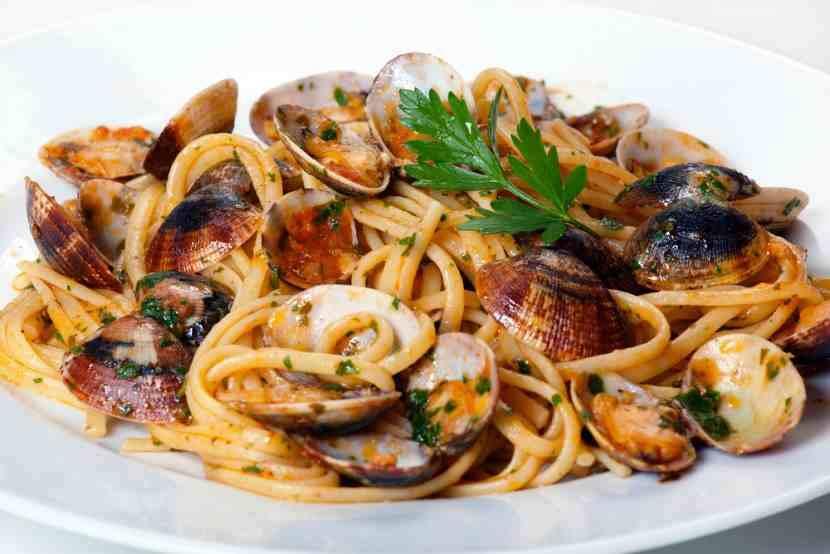 Receta espaguetis con almejas mis recetas caseras for Espaguetis con ajo y perejil