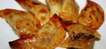 Empanadillas Rellenas de Bacalao y Pasas