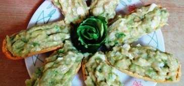 Panecillos Tostados con Pasta de Aguacate