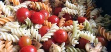 Pasta con Cherrys y Albahaca